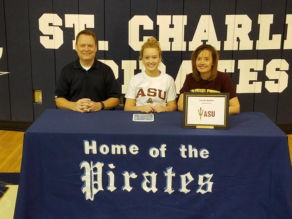 Sarah Bathe signs her NLI to Dive for Arizona State University