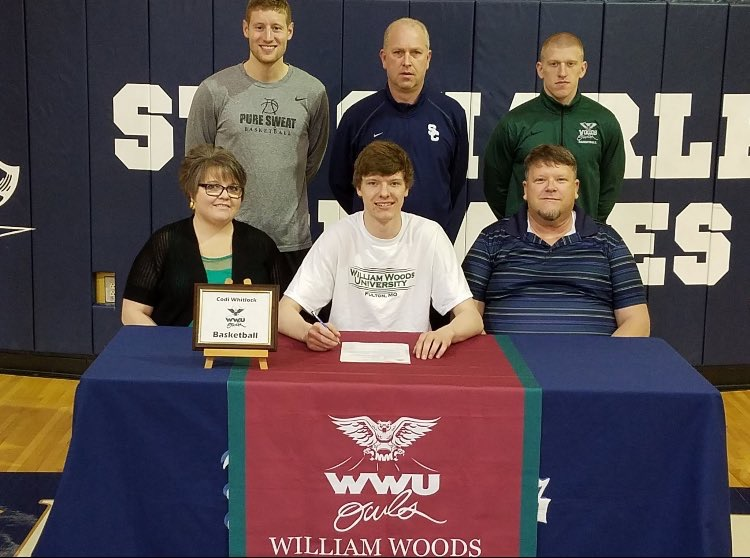 Senior+Codi+Whitlock+signs+his+national+letter+of+intent+to+basketball+at+William+Woods+University.+