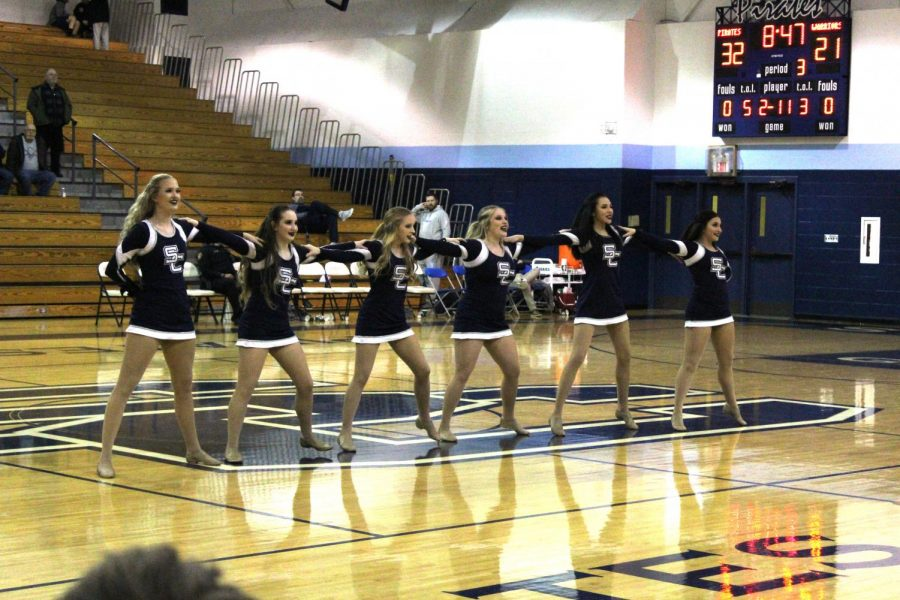 Danceline before they begin their kick line